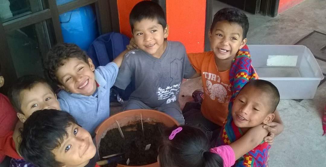 Guatemala: Voluntariado con niños en escuelas de Antigua